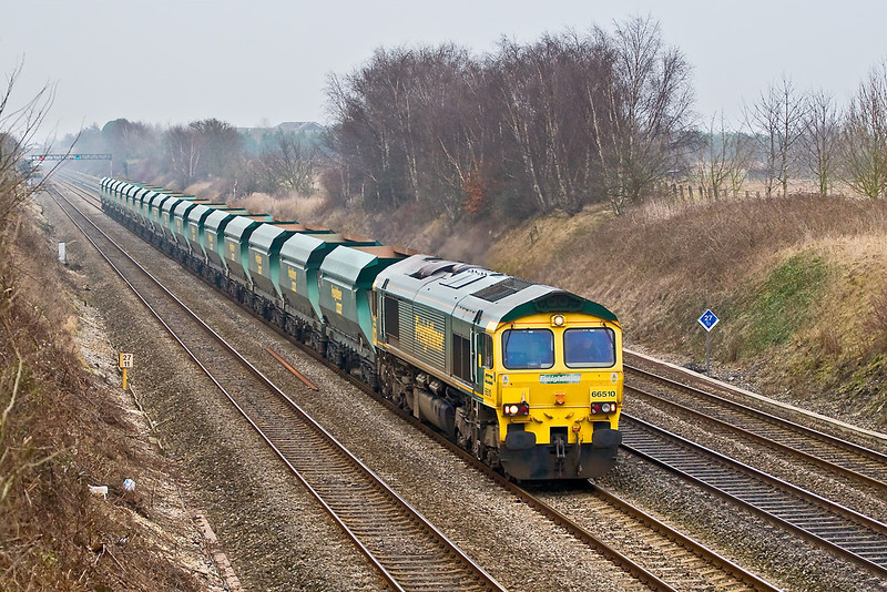14th Feb 08:  40 minutes later 66510 brings the 6Z60 sand empties from Neasden to Hackney Yard (Newton Abbot) quietly passed Shottesbrooke