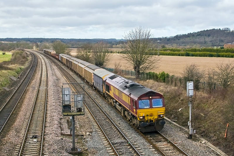4th Feb 08: There is a decent load for 66056 as it works a Didcot to Wembley MoD service