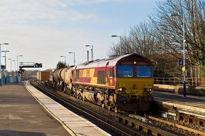 9th Jan 08:  The Wembley Enterprise service from Eastleigh rushes through.  There are 2 Calcium Carbonate tanks at the front