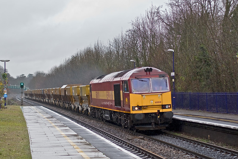 10th Jan 08:  Tug 60010 makes to Ardingly from Appleford
