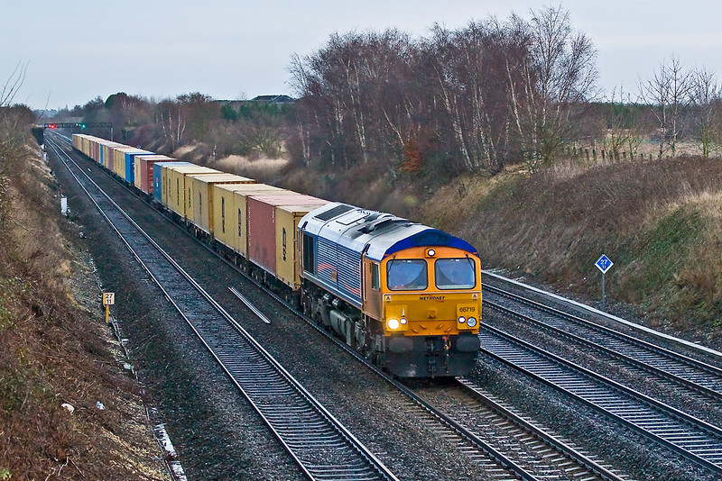 5th Jan 08:  The rarely pictured Saturday's only via the GWML 03.26 Felixtowe to Hams Hall headed by 66719 powers through Shottesbrooke.  1/320 @ f4, ISO 1600
