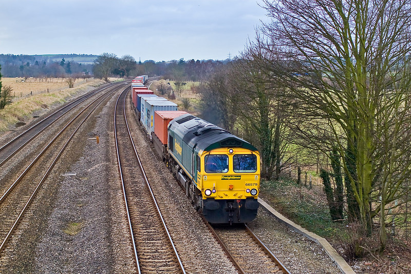 25th Jan 08: The 07.12 from Ditton storms through Lower Basildon with 66579 in charge