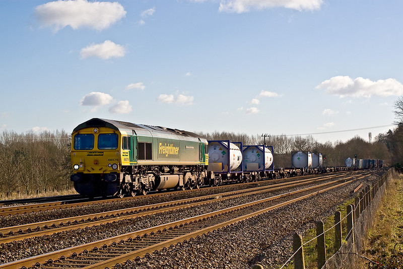 30th Jan 08:  The 11.00 from Southampton to Ditton(4M58) with 66576 on the point on the Down Relief