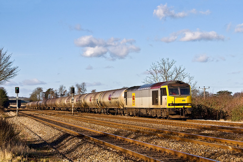 30th Jan 08: 60095 trundles the 6V84 Lindsey to Theale oil tanks through.  It was held at Didcot as the terminal was occupied by 60023 and the tanks for Robeston. Note the replacement roof Pannel