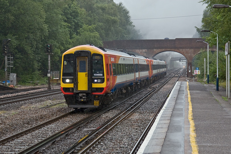 9th Jul 08:  158888 races through on the Up Fast from the West of England