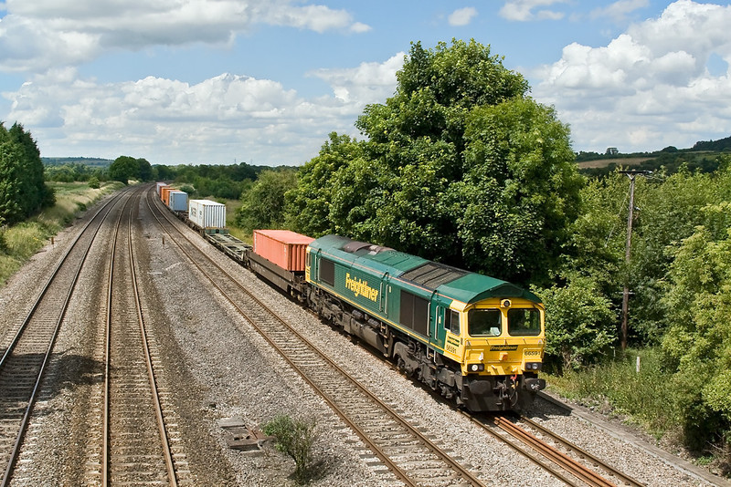 4th Jul 08: The 07.12 Ditton to Southampton powered by 66591 cruises through Lower Basildon