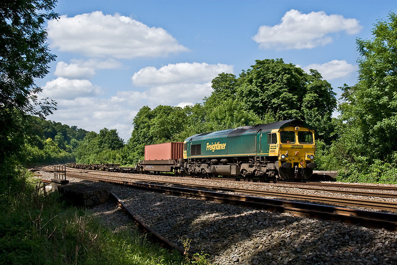 4th Jun 08:  The Wentloog to Southampton in the hands of 66542 nears Pangbourne