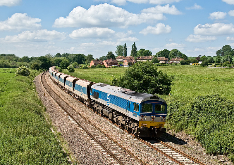 4th Jun 08: 59005 passes Frouds Lane. Woolhampton