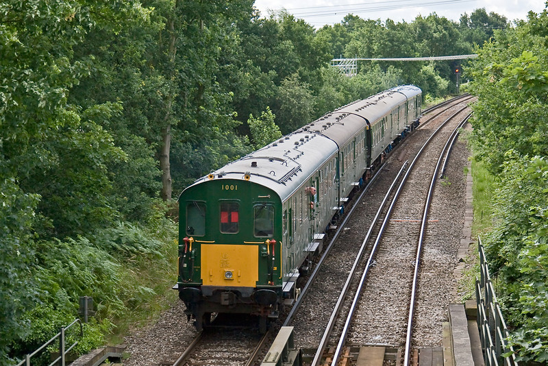 28th Jun 08: 1001 has just crossed over the Wey Navigation and is nearing Addlestone Junction. 1 minute earlier and a few seconds later it was in full sun!