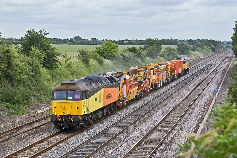 20th Jun 08: 47749 'Demelza' leads on the 09.40 Old Oak Common to Reading (6Z48) stock move. Seen here at Shottesbrooke
