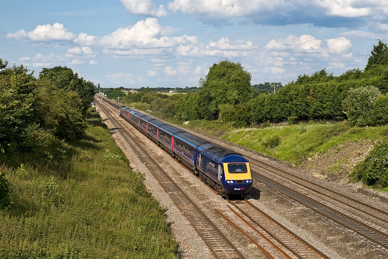 15th Jun 08:  43079 at Ruscombe having just crossed onto the relief as the main lines were closed to all traffic