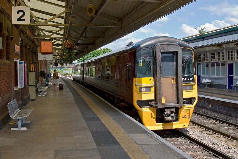 7th Jun 08:  158776 terminates in Platform 2.  The building on the right was the original Station Buffet