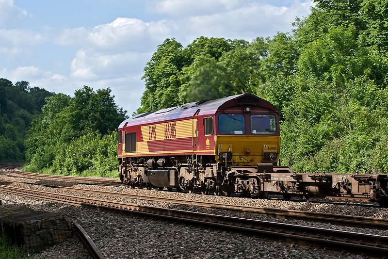 4th Jun 08:  4M36 Southampton to Birch Coppice with 66085 on the point passes through Pangbourne