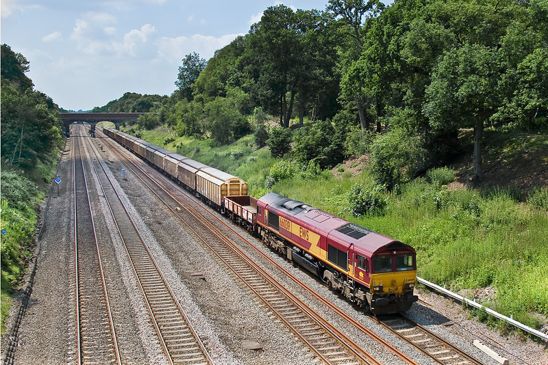 9th Jun 08:  With barriers in the consist it is probably carrying explosives! 6M96 MoD service from Didcot to Wembley and 66039.  The train originates from Kineton and will go to Shoeburyness,