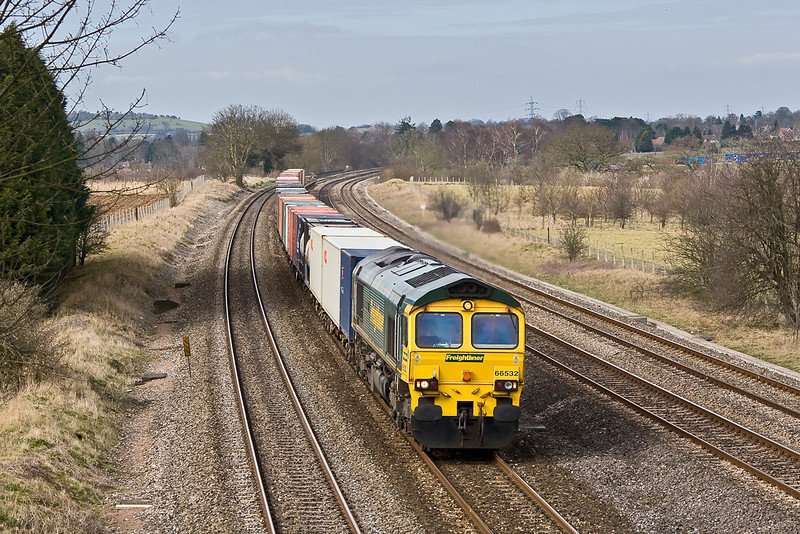 5th Mar 08:  Unusually routed up the main through Lower Basildon is 66532 and 4O54 from Leeds