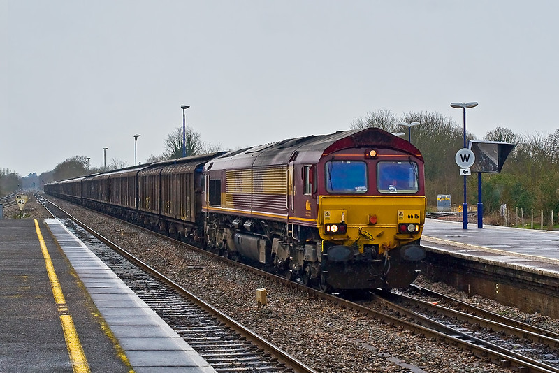 24th Mar 08:  On a very cold and rainy Easter Monday 66115 hurries a long rake of IZA CargoWaggons up the relief through Twyford.  6A51 from Three Spires to Wembley.  With thanks to Pete Ball for the working info.
