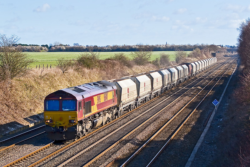 3rd Mar 08:  66140 with 19 EWS and one RMC hopper from Hayes to Morton on Lugg