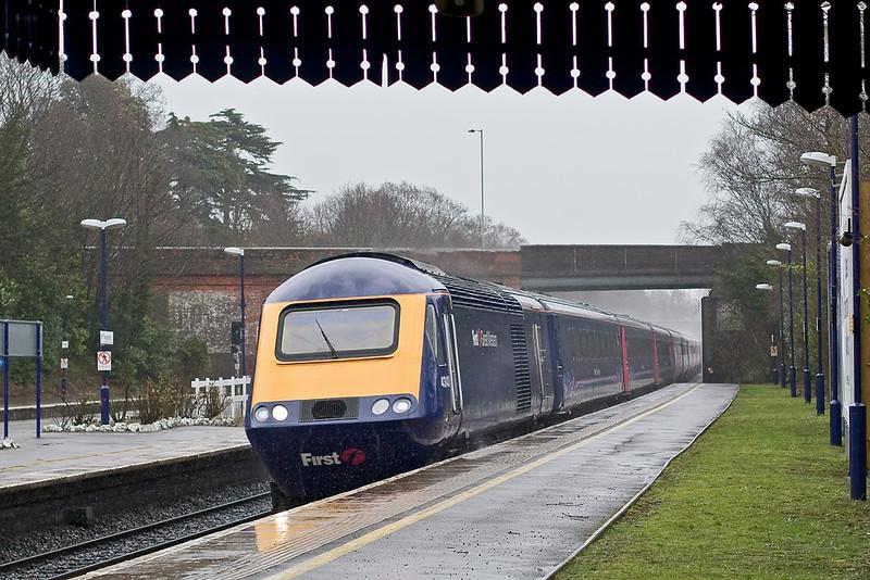 10th Mar 08:  43143 hurtles though Twyford's platform 1 as the rain pours down