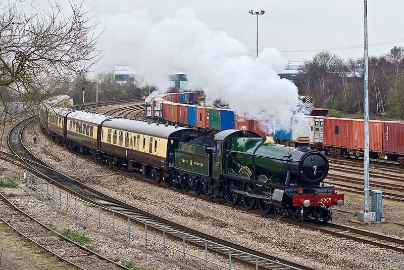 15th Mar 08:  On it's final tour before withdrawal 4965 Rood Ashton Hall arrives at Didcot from Solihul. More pictures are in my steam gallery. Link at the top right of my home page.