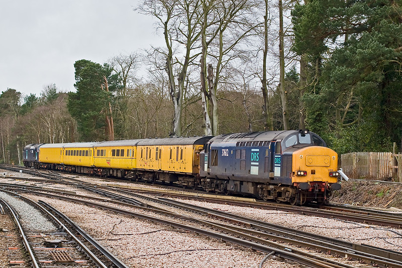 11th Mar 08:  The Serco top & tailed by 37612 & 611 enters Ascot on the  Reading to Waterloo leg of 1Q15's run from Derby to Woking