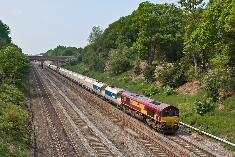 14th May 08:  Making a rare visit to Great Western Metals is 66102 and 6M20 from Whatley to St Pancras.  The mix of Mendip. EWS and RMC hoppers is unusual