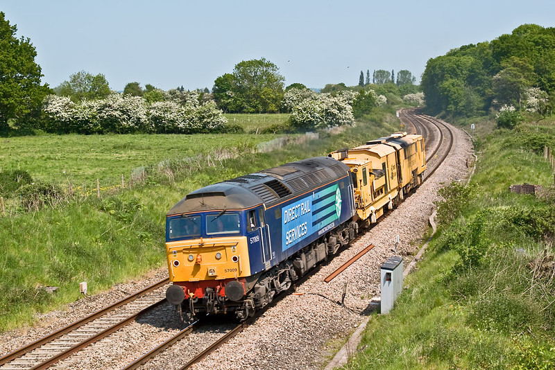 13th May 08:  A very welcome bonus was 57009 taking a Stone Blower from Eastleigh to Frome.  Captured here at Frouds Lane, Woolhampton