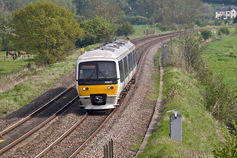 5th May 08:  Chiltern Trains 165020 climbs away from the King's Sutton stop