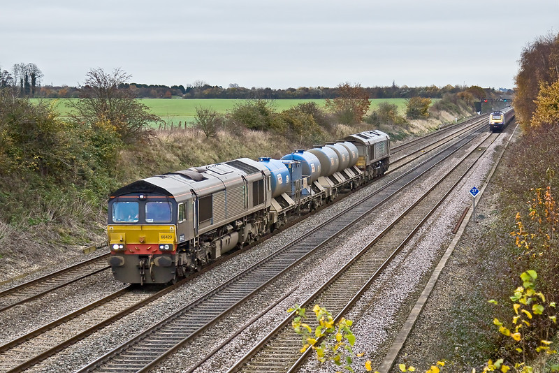 14th Nov 08: Having made a trip round the Chilterns the RHTT based at Reading trundles home led by 66423