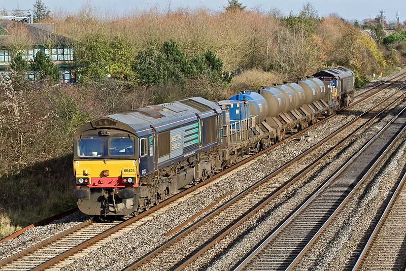 19th Nov 08: the Wembley based RHTT, T N T by 66426 & 66425 makes it's way home after the weekly daytime trip to Reading