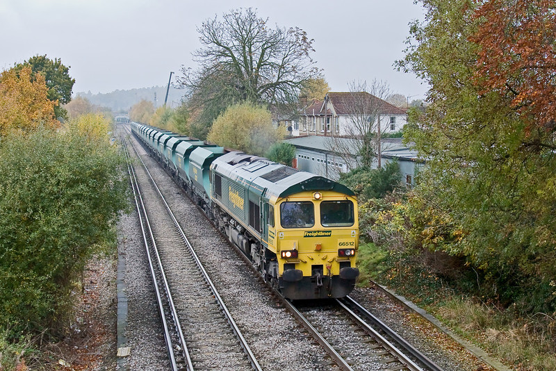 6th Nov 08: After many attempts and inumerable hours of waiting I have at last managed to capture 66512 on the Neasden to Wool sand empties. Chertsey Station foot bridge can be seen in the distance.