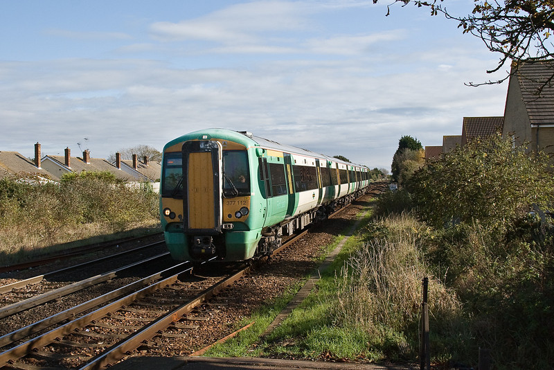 29th Oct 08: 377112 arrives at Angmering from the East