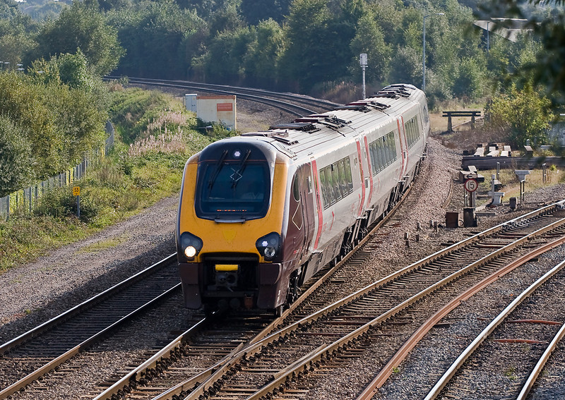 20th Sep 08: Turbo 166217 from Oxford takes the crossover that leads to the station