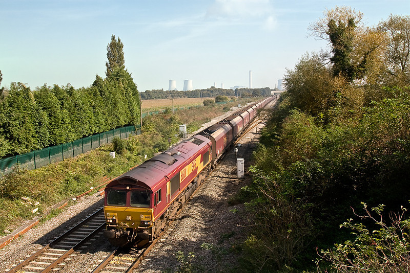28th Sep 08: 66101 returns coal hoppers to Avonmouth from Didcot P S. Captured here at Steventon