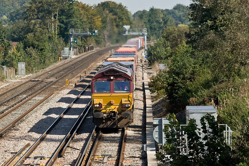 27th Sep 08:  66085 on 4O04 Intermodal service from Washwood Heath