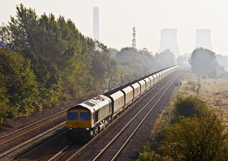 20th Sep 08:  Fastline's 66301 passes Milton Park with empty hoppers heading to Portbury.  The empties will form the first load of a new service to Ratcliffe on Soar power station