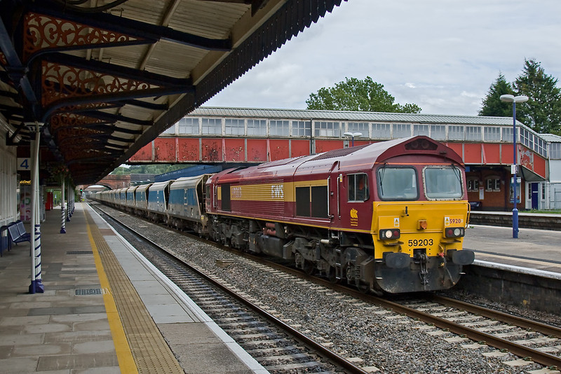 2nd Sept 08:   With 43 on 59203 runs through Twyford working the Acton to Merehead jumbo empties