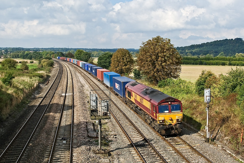 22nd Sep 08:  66007 working 4O04 fron Washwood Heath to Southampton. Pictured at Westbury Lane in Purley on Thames