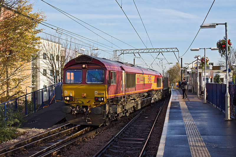 "1st Dec 09:  66044 works the  ""Q"" service from Bow to Heck empty Plasmoor flats. Captured crossing over ready to take the chord round to Seven Sisters"