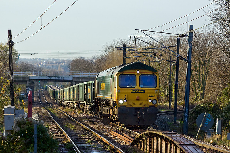 1st Dec 09:  66620 climbs into South Tottenham on the point of 6L88 From Bardon Hill Quary to Bow