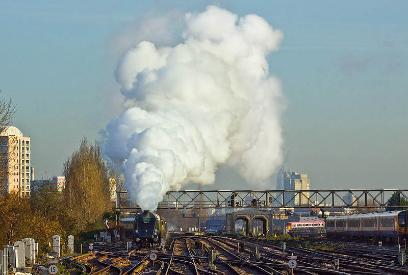 """1st Dec 09:  LNER Pacific Class A4 60019 """"Bittern"""" climbs into Clapham Junction from Victoria whilst working the Cathedrals Express to Bath"""