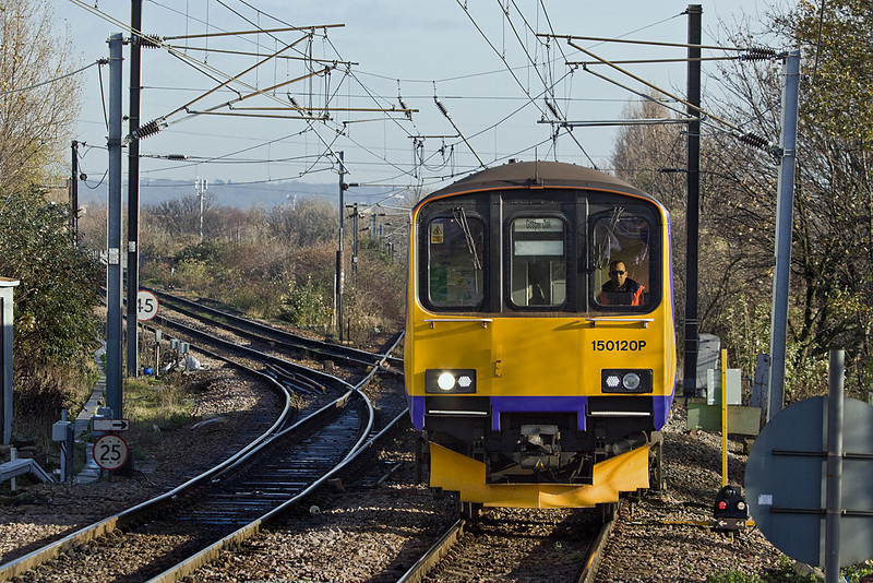 1st Dec 09:  The 11.08 from Barking to Gospel Oak (2J42) swings off the curve and into South Tottenham Station