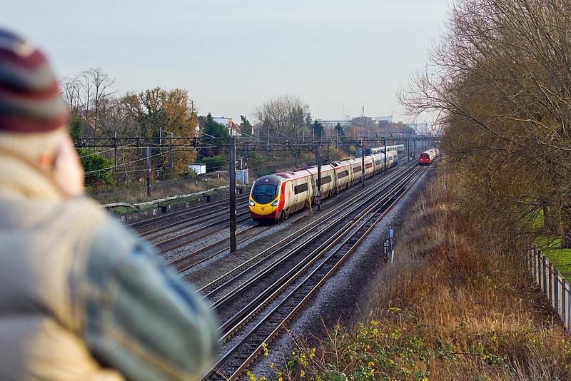 1st Dec 09:  C N nailing a Pendolino at South Kenton