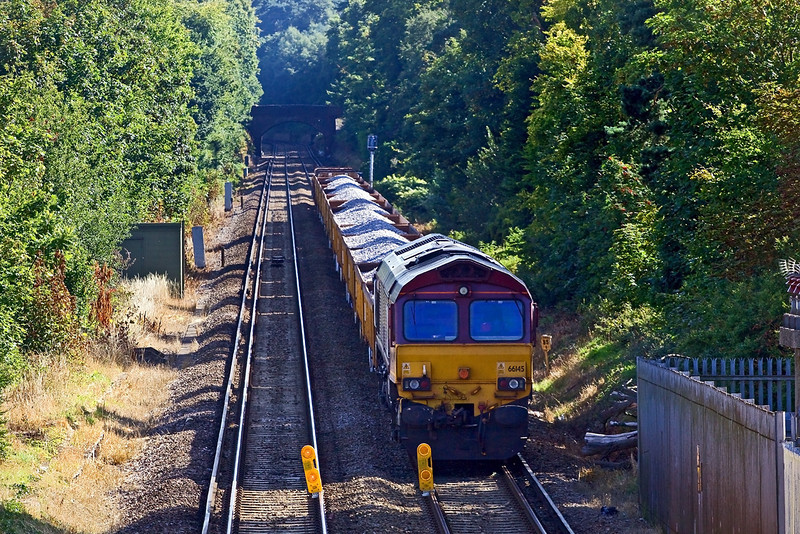 23rd Aug 09: 66145 with 6N46 from Hoo Junction waits to enter the posession at Camberley