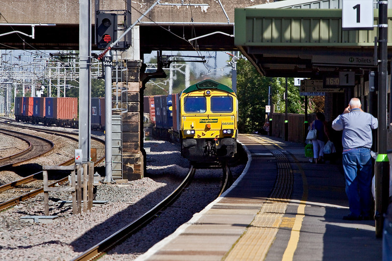 20th Aug 09:  66588 is about to pass under the High Level line at Tamworth