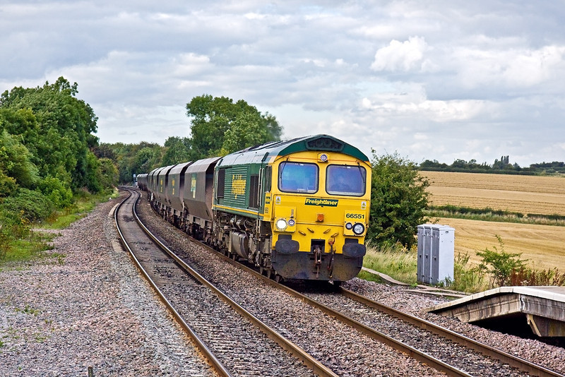 20th Aug 09:  The Hull to Rugeley Power Station coal with 66551 on the point runs down hill though Tamworth High Level