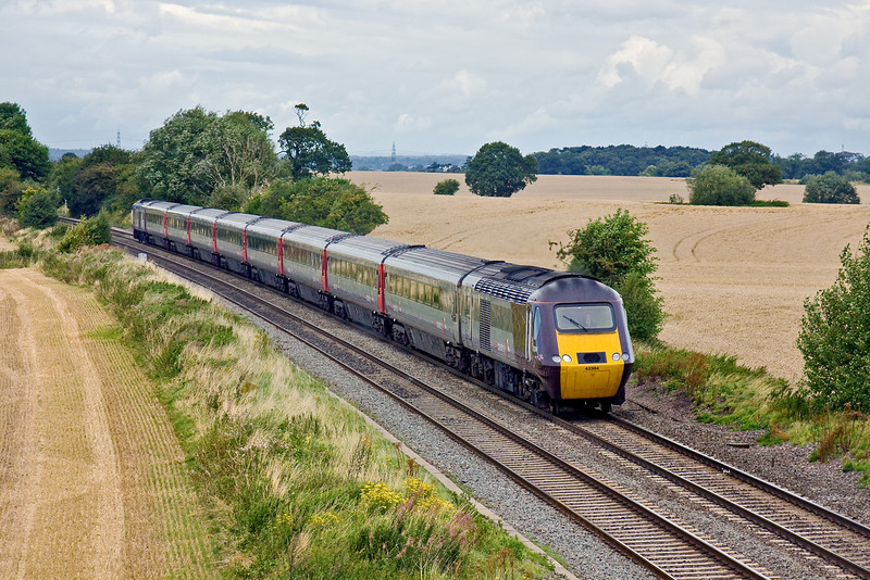 20th Aug 09:  The 06.32 from Dundee to Plymouth,1V54, formed with 43884 on the front runs through Portway and will shortly make it's Tamworth High Level stop.