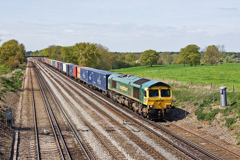66593 working 4M58 from Southampton to Ditton storms the rise between Fleet and Winchfield