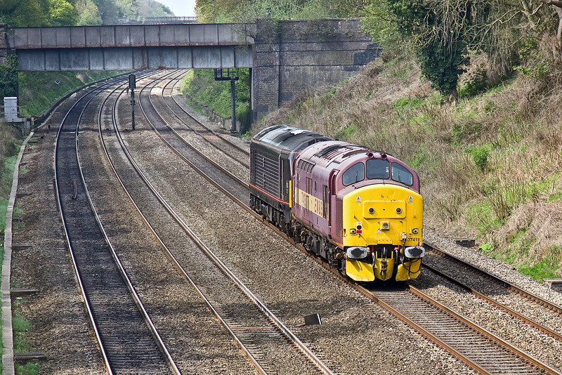 23rd Apr 09:   Clear out move of 37419 by 67006 from Old Oak Common to Eastleigh pictured at Duffield Road in the Sonning Cutting