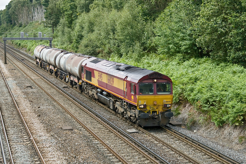 3rd Aug 09:  66039-6M44-Eastleigh to Wembley Enterprise at Pirbright
