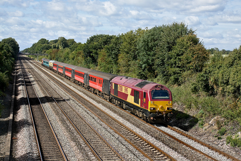 29th Aug 09:  67008 with 67001 on the tail brings Warrington supporters to Euston for the Rugby League Challenge Cup Final. 5Z69 is seen here running on time up the Relief line through Shottesbrooke between Twyford and Maidenhead.